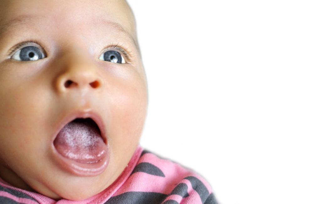langue-blanche-mauvaise-haleine-bebe