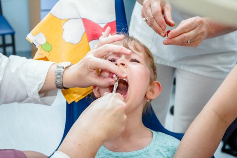 Extraction de dent de lait et abcès