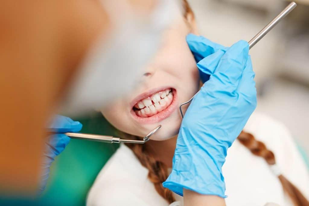 Existe-t-il un lien entre le grincement de dents et les vers intestinaux ?