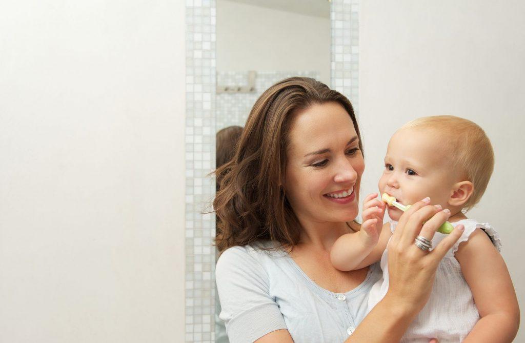 Découvrir quelle brosse à dent utiliser pour bébé
