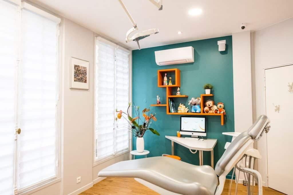 Cabinet lors de la visite chez le dentiste gratuite pour les enfants de 6 ans